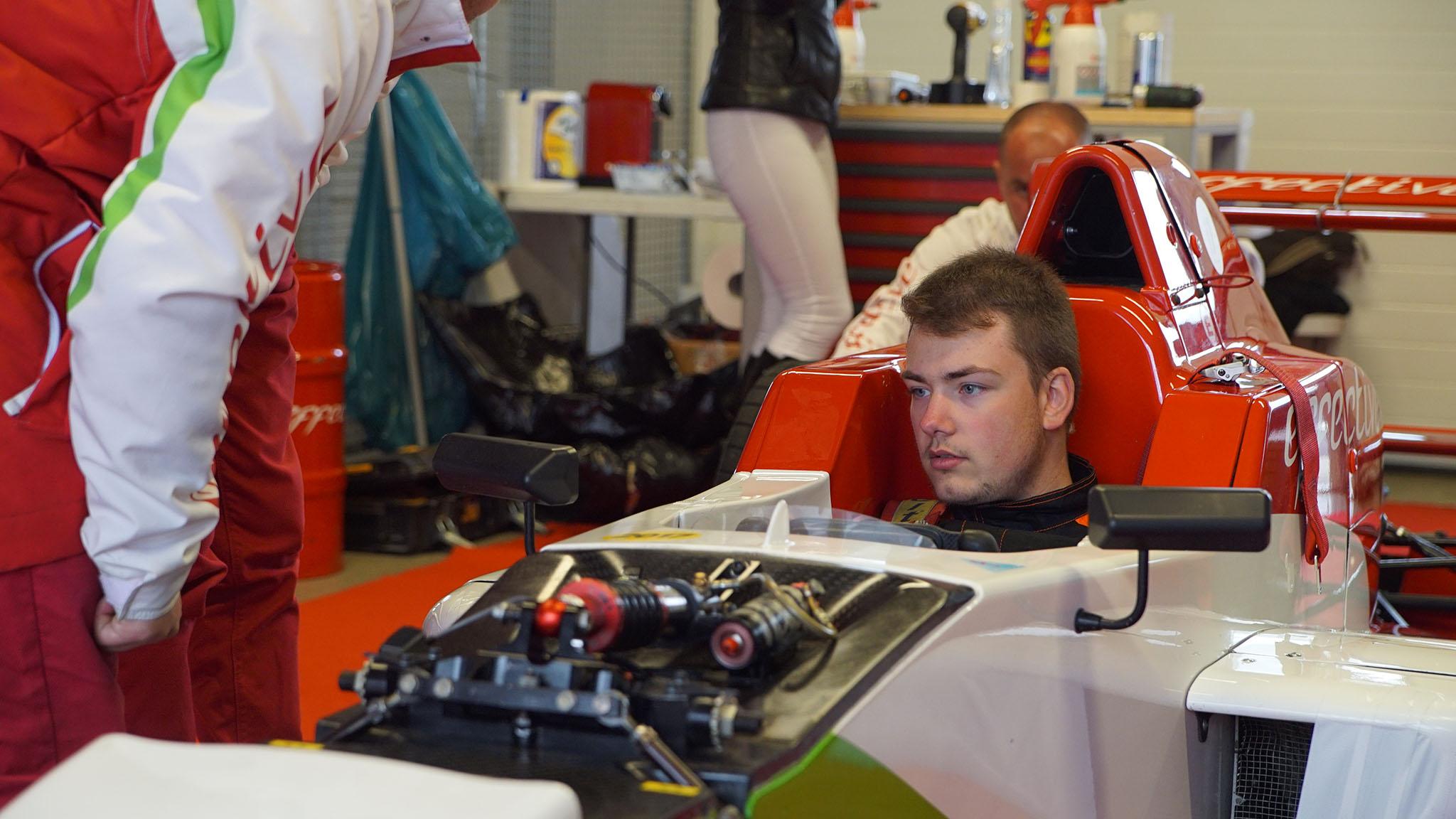 Štefanko za volantem Formule Renault 2.0